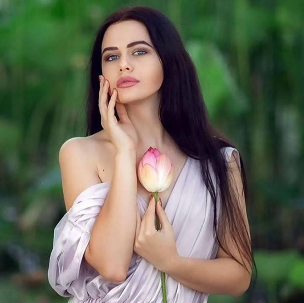 Không cần sexy, Phương Trinh Jolie vẫn đẹp hút hồn với áo
